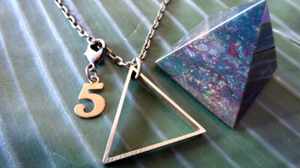 unisex-brass-triangle-necklace