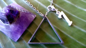 unisex-silver-Triangle-necklace