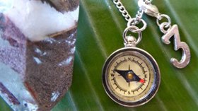 unisex-silver-compass-necklace